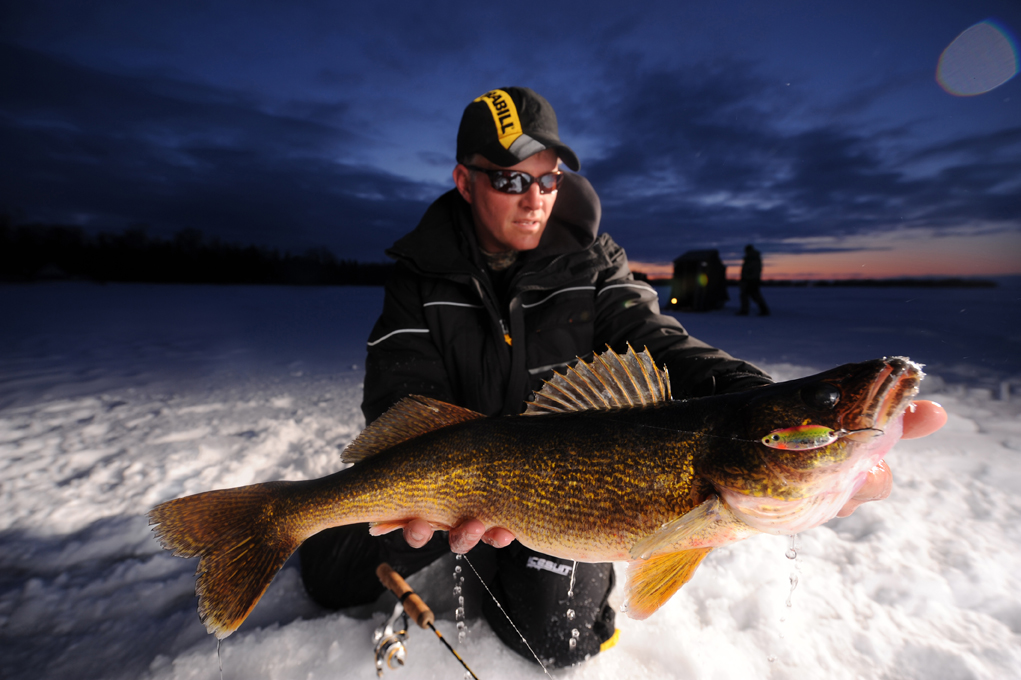 Ice walleye school wacky walleye guide service for Ice fishing walleye videos